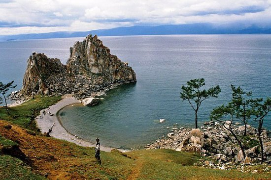 Нажмите на изображение для увеличения.  Название:7-Шаман-скала-находящаяся-на-о.Ольхон-на-озере-Байкал.jpg Просмотров:292 Размер:82.2 Кб ID:5164